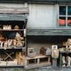Winkeltje met houtproducten.