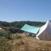 Echte wildkampeerplekken. Soms in de volle zon, dus neem een tarp mee!