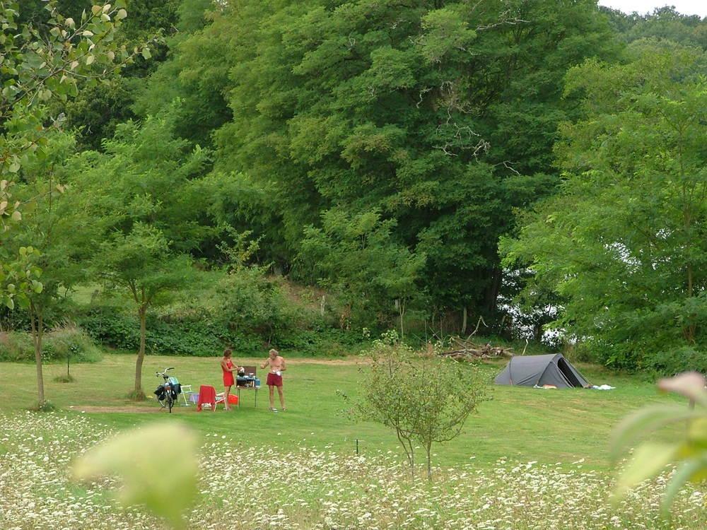 Heerlijke ruimte, natuur en water om je heen, puur genieten.