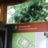 Informatiebord op het terrein.