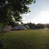 Kampeer aan de rand van het grote kampeerveld op waddeneiland Terschelling.