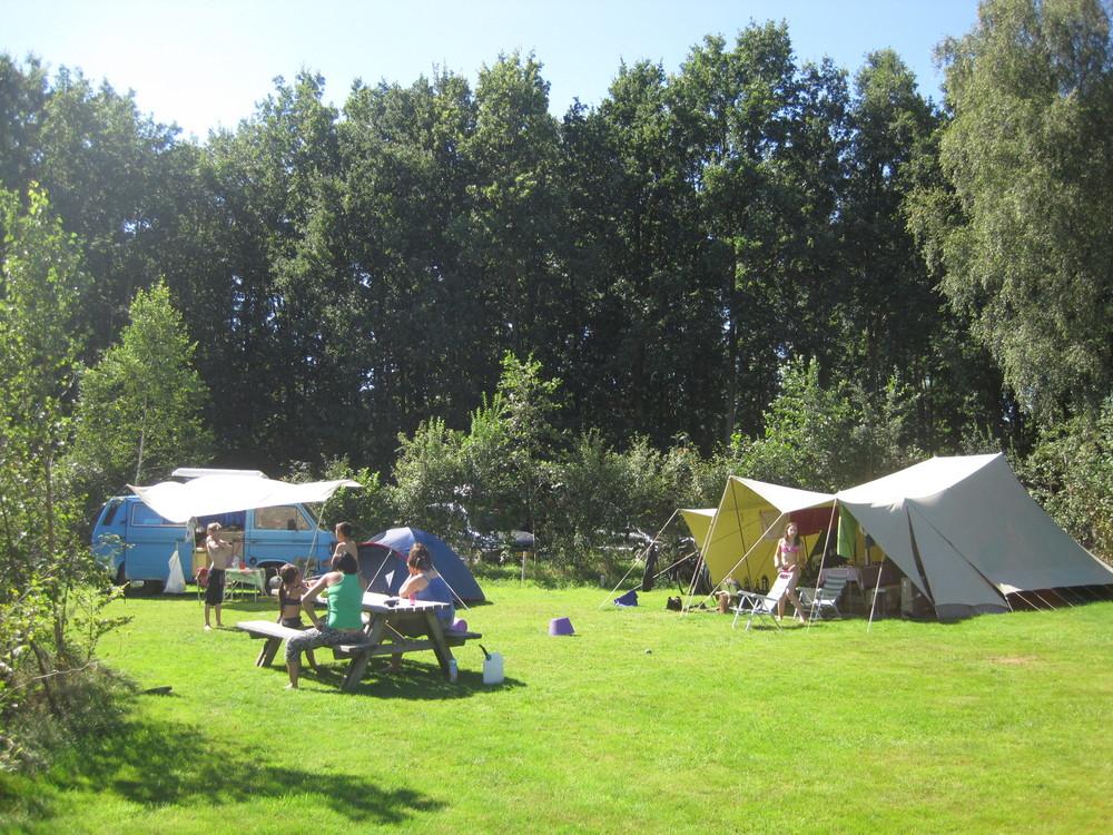 Er heerst altijd een fijne, gemoedelijke sfeer op de camping.