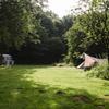 Kamperen met veel ruimte op het groene terrein in Flevoland.