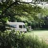 Plek voor campers, caravans en tenten.