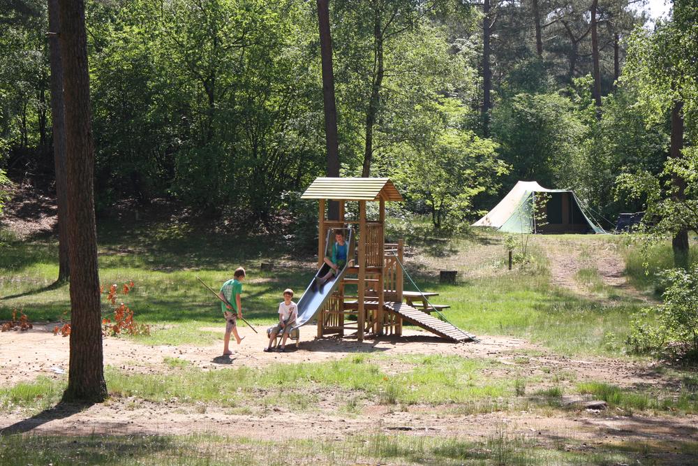 speelterrein bij het tentenveld