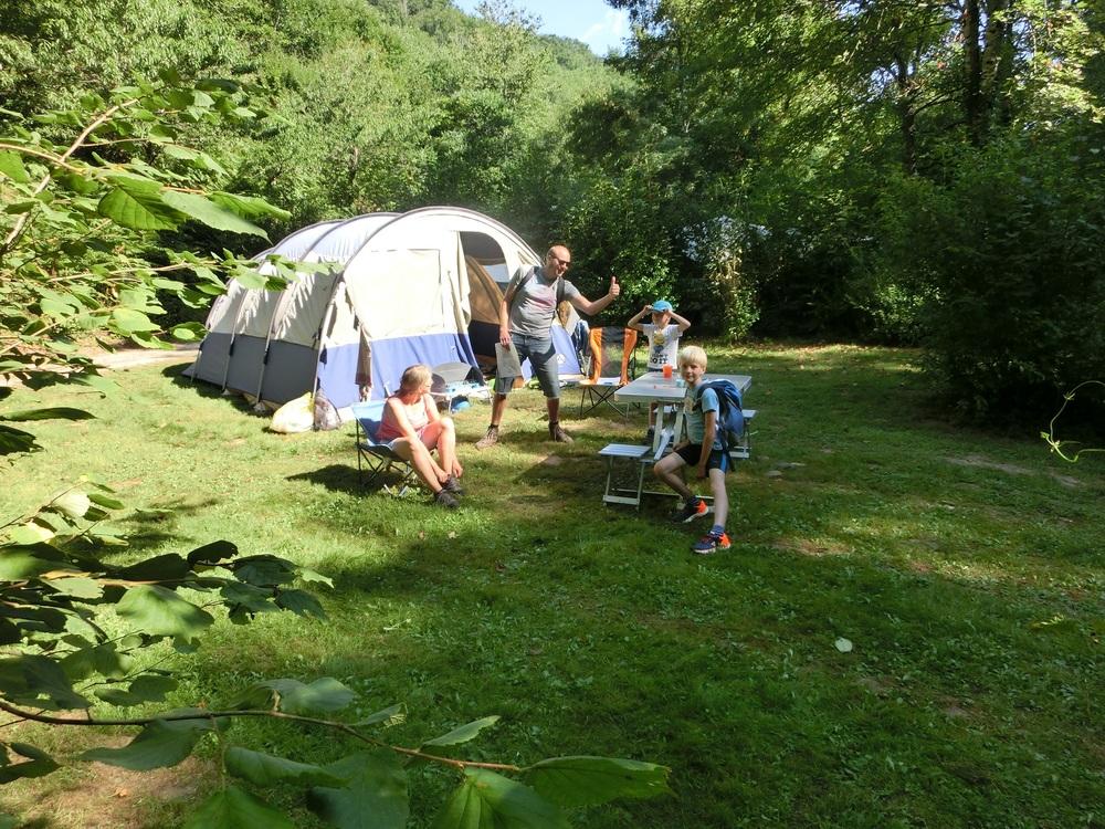 De ruime plaatsen met rust en privacy op de camping