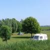 Uitzicht op het kampeerterrein van de dijk