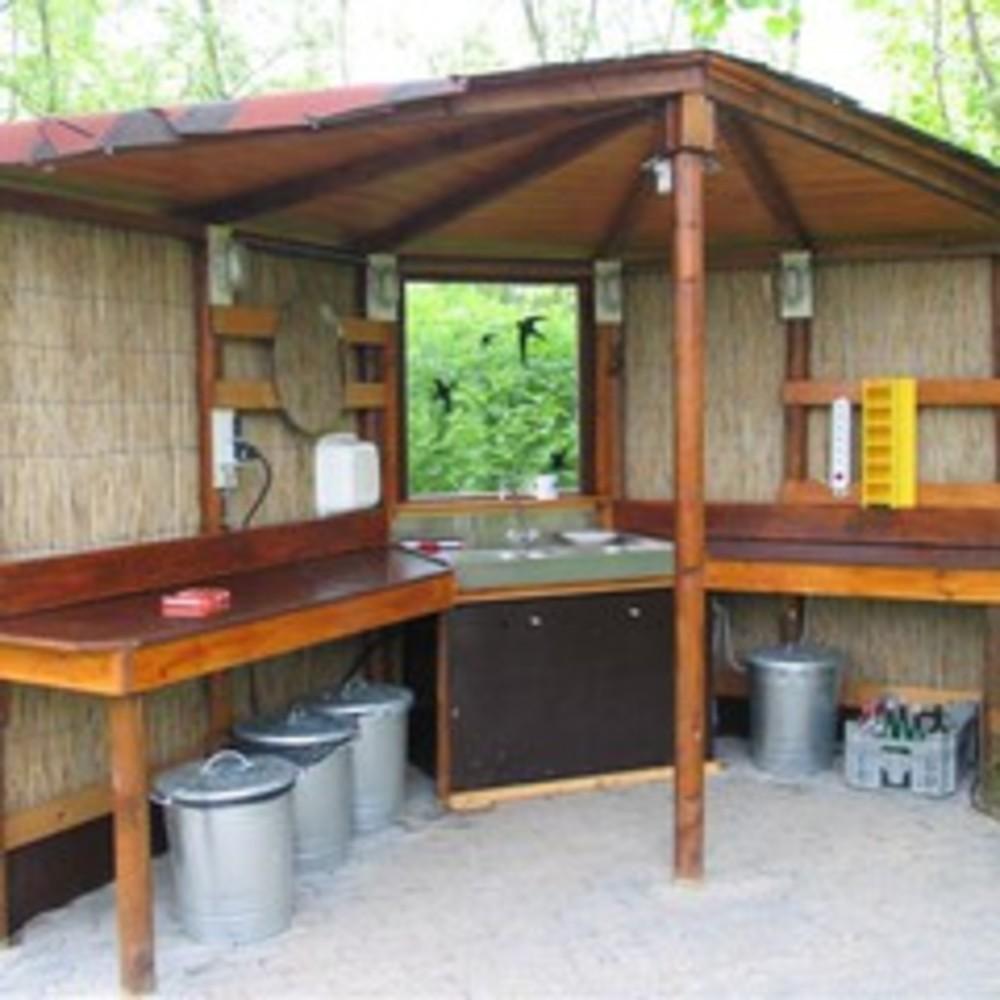 Afwaskeuken op het kampeerterrein