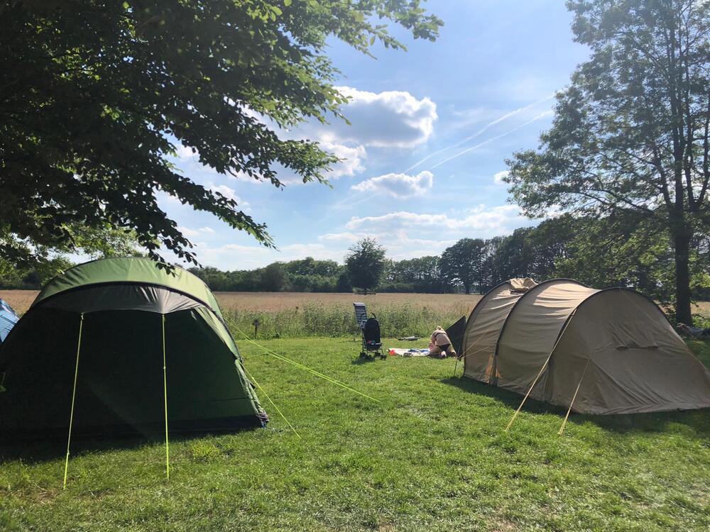 tentenveld met vrij uitzicht