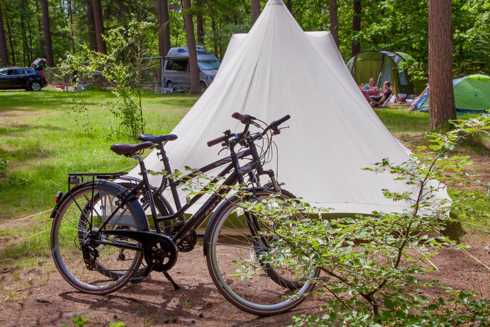 Fietsen voor de tent