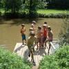 kinderen vissen in de rivier