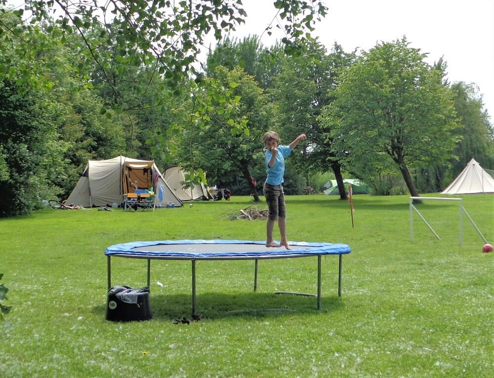 Trampoline en tenten
