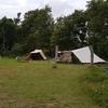 veld met tenten
