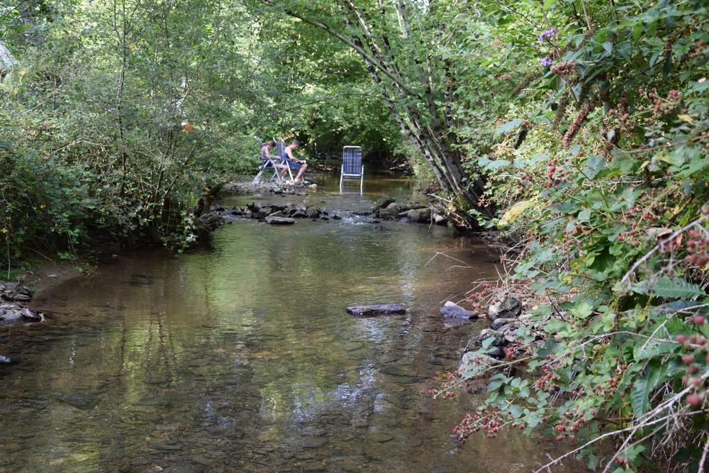 In de rivier is het goed toeven als het heel warm is.