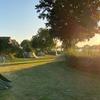 Tenten in de ondergaande zon