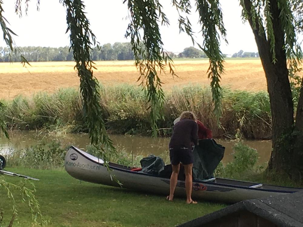 Kano op het kampeerterrein