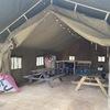 Inrichting van de safaritent die bij het veld 'In 't Bos' hoort