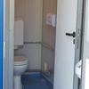 sanitairunit op een van de locaties