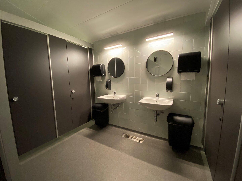 Nieuwe toiletgebouw, wc