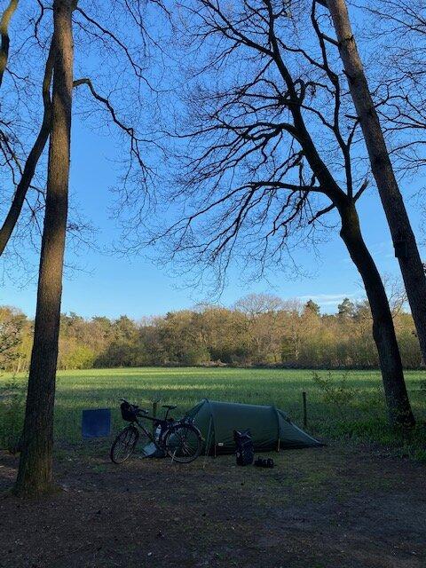 De camping grenst aan het route netwerk